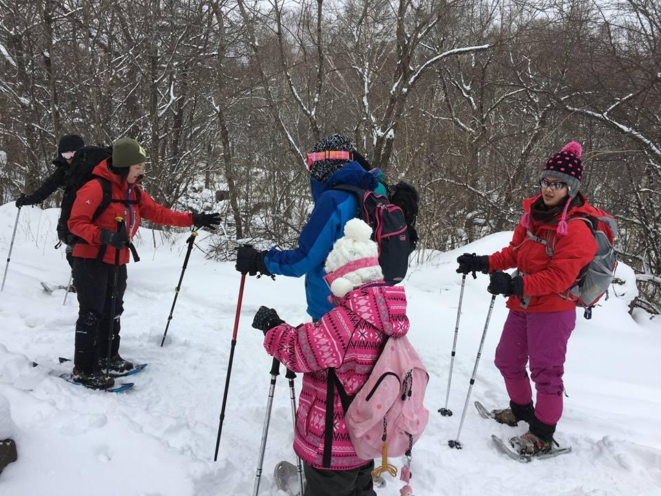 老若男女でスノーシューハイキング