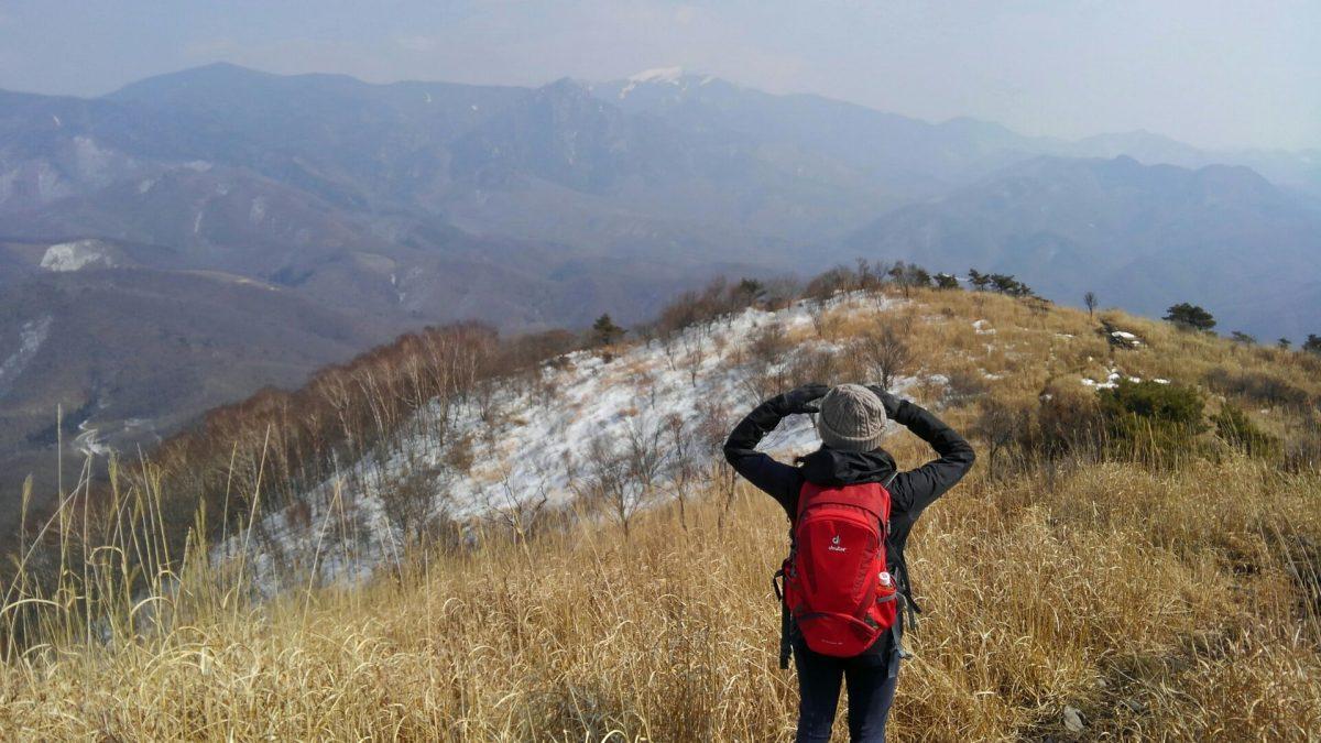 残雪の日だまりハイク山梨百名山「横尾山」