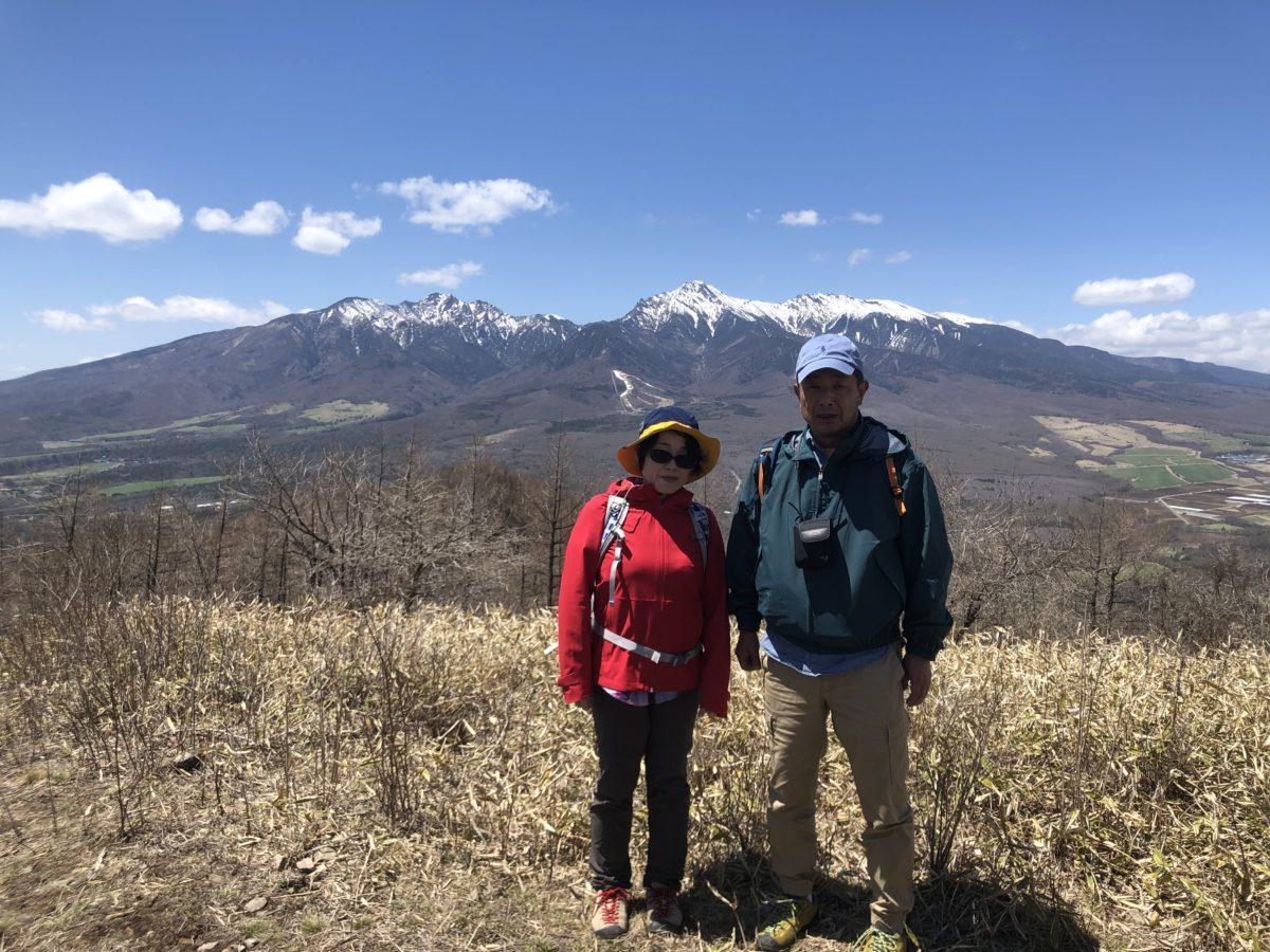 冷たい風と暖かな陽射しの飯盛山トレッキング